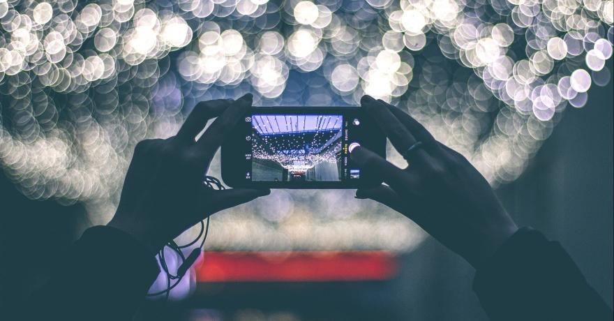 I viaggiatori utilizzano sempre di più i dispositivi mobile