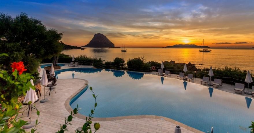 Hotel Don Diego, panoramica della piscina davanti al mare al tramonto